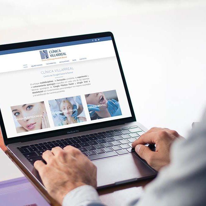 Diseño web Clínica Villarreal MacBook