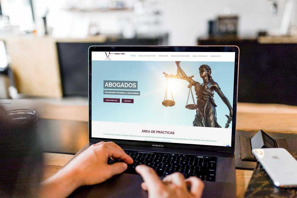 Diseño web Abogados Fernandez Paredes MacBook